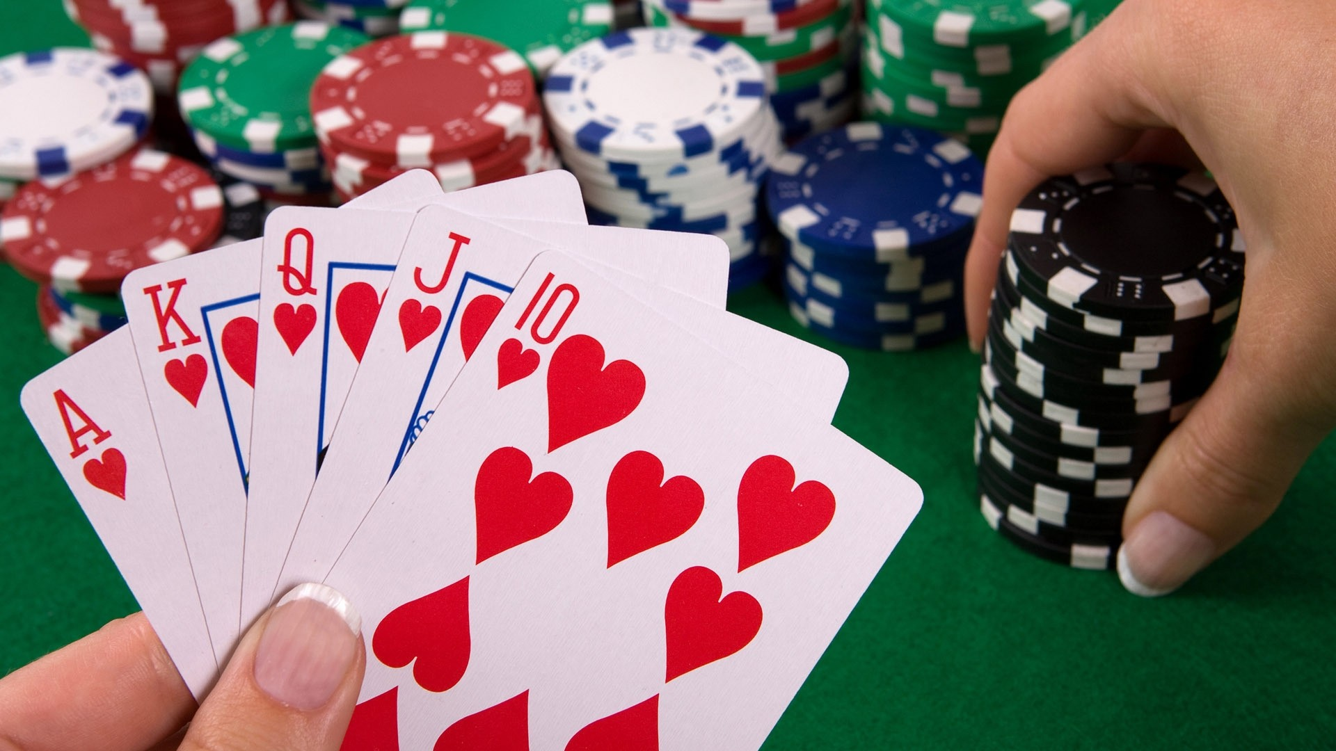 Play At The Comfort Of Your Own Home With Tunaspoker Online
