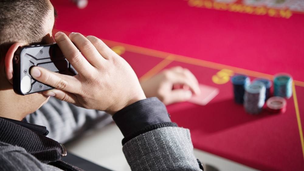 Online Casino Strategy to Aggressive Hugger Play